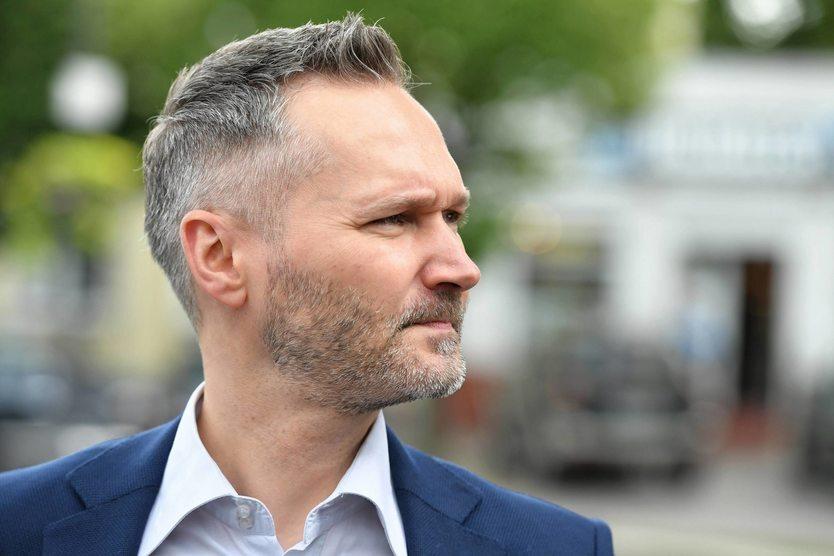 Mimo że Koalicja Obywatelska zdecydowała się w Gdańsku poprzeć Jarosława Wałęsę, to dotychczasowy prezydent miasta Paweł Adamowicz nie podjął decyzji o rezygnacji z kandydowania. – Złamał dane nam słowo – ocenił Wałęsa.